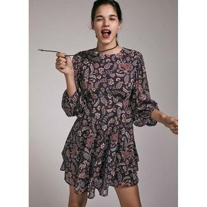 Hay #vestidos que con solo ponertelos no dejas de sonreir 😃 y eso nos ocurre con el Claudia Dress. Cómodo, super favorecedor y con un estampado precioso.  Ultimas unidades! Solo nos queda una M y una L. Aprovecha el cupón NOVIEMBREBOHO y llévatelo con un 10% de descuento.  #alaiamoda #alaiastyle #modamujeronline #vestidos #vestidoclaudia #claudiadress #boho #bohostyle #modaboho #chic #modamujer #jorgejuan30