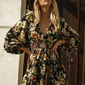 ¡Buenos días! 😃 Comenzamos la semana con un nuevo modelo de la colección #Caótica. ⭐ VESTIDO BURGOS ⭐ Un vestido muy versátil y muy cómodo. Tiene goma en cintura, por lo que se adapta genial y escote en pico que ya sabéis que favorece muchísimo. 😍  Ideal con bota o zapato, para crear looks ideales según la ocasión.  Ya disponible en tienda y en www.alaiamoda.es  #caoticavalencia #caotocaonline #yosoycaotica #modavalencia #modamujer #modaonline #chic #newarrivals #newcollection #bohochic #vestidoburgos #vestidocaotica #burgoscaotica