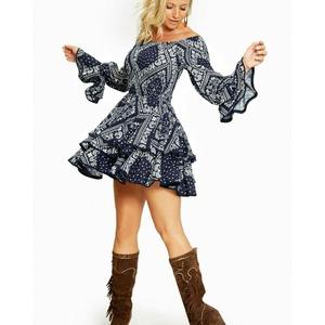 ⭐ Vestido Córdoba Caótica ⭐ Un lunes cargado de novedades 👏🏼👏🏼 Llega el momento de un modelo de la colección Caótica con un estampado muy especial.  Vestido con volantes en falda y mangas. Crea diferentes looks añadiendole un cinturón o incluso un jersey convirtiéndolo en falda.  Look ideal con la bota Indiana.   Ya disponible en www.alaiamoda.es  #modamujer #alaiamoda #alaia #alaiastyle #chic #caoticaonline #caotica #yosoycaotica #vestidocordoba #cordobacaotica #newarrivals #newcollection