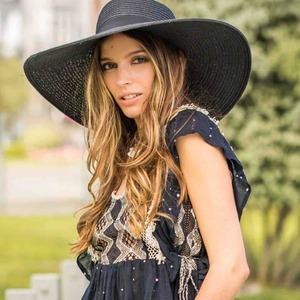 🌸 Blusa París 🌸 Especial y con encanto como vosotras. Crea tus looks boho ideales con ella y... ¡a sonreir! 😀  #alaiajorgejuan #alaiamoda #modamujer #blusaboho #topboho #alaiaonline
