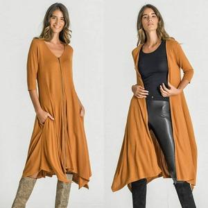 Lo que nos gusta un 2 en 1 😃 Prendas versátiles para mujeres prácticas como vosotras. Precioso #vestido con cremallera para llevarlo abierto o cerrado.  Crea looks ideales y... ¡Disfruta del día! 😍  #aliastyle #alaia #alaiamoda #bohoonline #bohostyle #boho #chic #new #newarrivals #jorgejuan30 #modamujer #modamujeronline