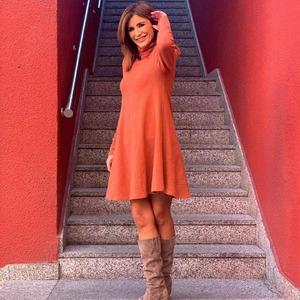 Terminamos el sábado con la guapísima Gema López y un look ideal. ❤️ Sienna Dress ❤️ Un vestido básico con un toque brillantito que nos tiene enamoradas 😍  Qué tengáis una estupenda noche y un feliz domingo preciosas! 😘😘  #siennadress #vestidosienna #vestidosqueenamoran #vestidobasico #vestidopunto #lool #looks #looksqueenamoran #newcollection #modamujet #alaiamoda #alaiastyle
