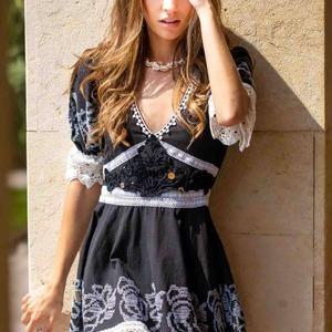 Sábado de #vestidos especiales. El vestido Amore es ideal para cualquier ocasión. Detalles de encaje y bordados 😍😍.  Disponible en la tienda de Valencia y web.  #alaiajorgejuan #vestidocorto #novedades #newcollection #newarrivals #modaonline #modaboho #bohostyle #alaiamoda
