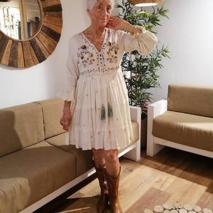 🌺 Clientas bonitas y muy especiales 🌺 Guapísima y con estilo, como siempre! 😘  ¿Cómo no vamos a estar orgullosas de nuestras clientas? Si es que sois bonitas por dentro y por fuera. Y con una actitud ejemplar!! Vitalidad, alegría y fuerza. 😍 ¡Gracias y mil gracias!   #alaiamoda #modamujer #modaboho #bohostyle #alaia #clientasbonitas #instagirl #vestidoboho #rebajas #chicasalaia #chic #boho