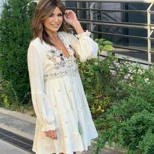 ¡G U A P I S I M A! ❇️ Ideal Gemal López con el vestido Luina. Un modelo muy boho style precioso! 🌺 Última unidad en www.alaiamoda.es. Disponible en color crudo y verde.   #alaiajorgejuan #alaiamoda #bohostyle #modaboho #modamujer #chic #bohochic #instagirl #modachic #modavalencia
