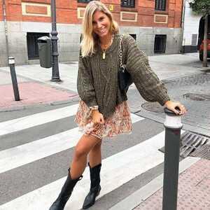 Las que nos conocéis ya sabéis que nos encanta crear diferentes #looks con una única prenda. Un vestido que lo convertimos en faldita al ponerle un jersey ♥️  Ideal el #vestido Pieve con el jersey Cetia.  ➡️ Desliza para ver posibles combinaciones 😉  #alaiamoda #alaiajorgejuan #vestidoa #nekane #modamujer #modaonline #jersey #jerseycetia #faldavalverde #chic #boho #bohostyle