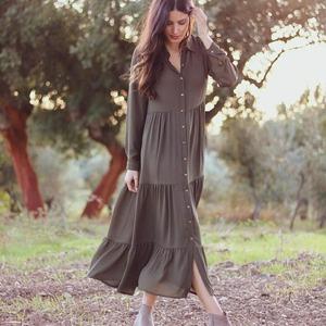 ¡Buenos días! Comenzamos el día con un #vestido que nos tiene enamoradas 😍😍  Estilo #boho, largo, con botones... ¡Ideal! Combínalo con una bota o botín y... ¡A por el martes!  Ahora con un 30% de #descuento!! 😃  #alaiamoda #modamujer #modaboho #modaonline #vestidoboho #bohostyle #bohochic #moda #alaia #vestidos #rebajas